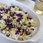 Fiori, formaggio e nocciole