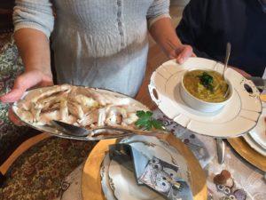 barracuda al vapore con salsa allo zafferano 300x225 Ricette delle Feste a Villa Cheti