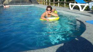 che figata la piscina 300x169 Azzurro il pomeriggio 8230