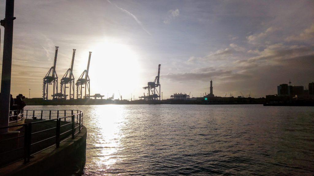il porto al tramonto 1024x576 strong B 038 B Serra Gerace strong fai partire da qui la scoperta di Genova