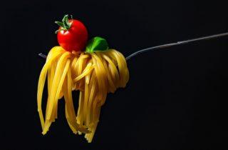 pomodoro spaghetti basilico 320x210 La Tomate l 8217 amie rouge de notre peau et des nos cheveux